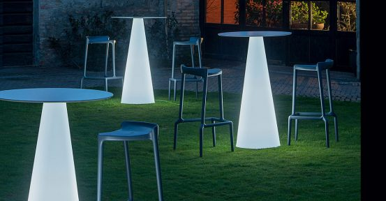 Standing-Outdoor-Table-Light-Icon