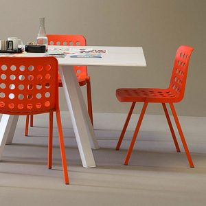 What styles and sizes do meeting room tables come in?