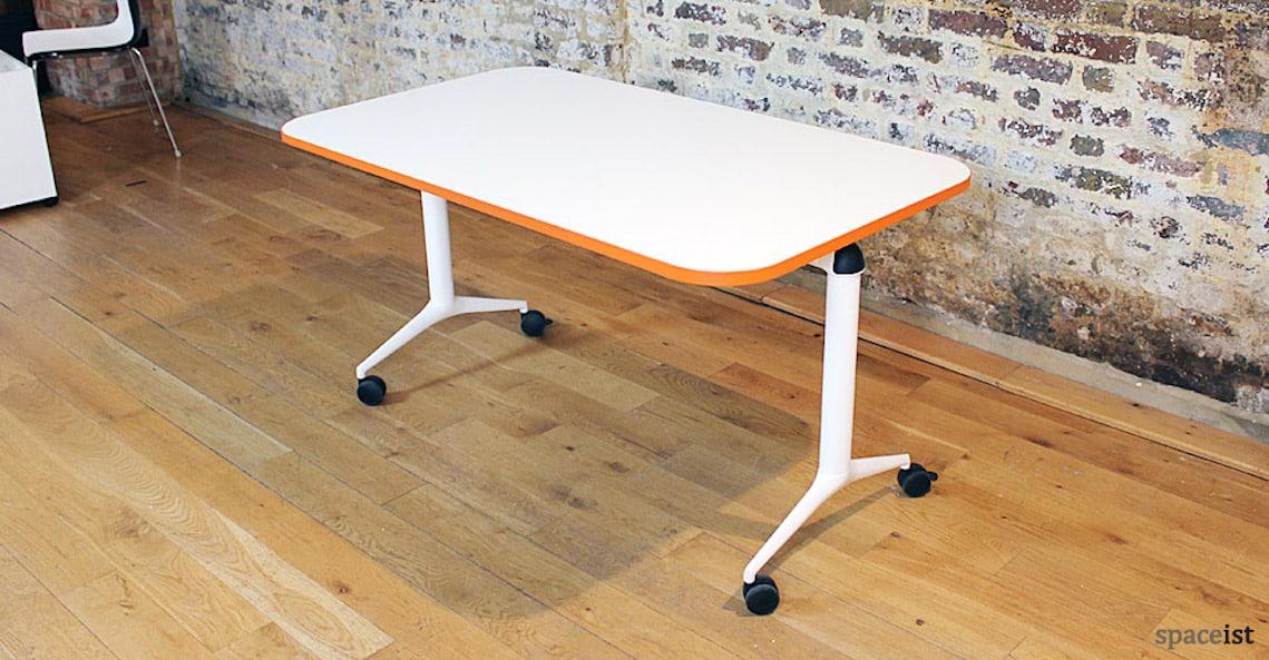 spaceist edge folding table castors orange3