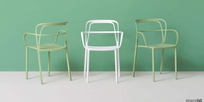 Intrigo green curvy cafe chair