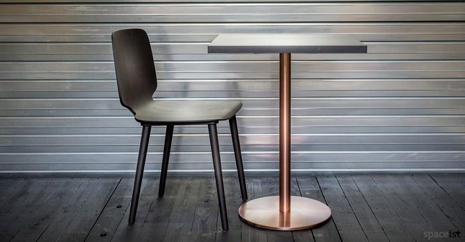 Babila black chair and copper table