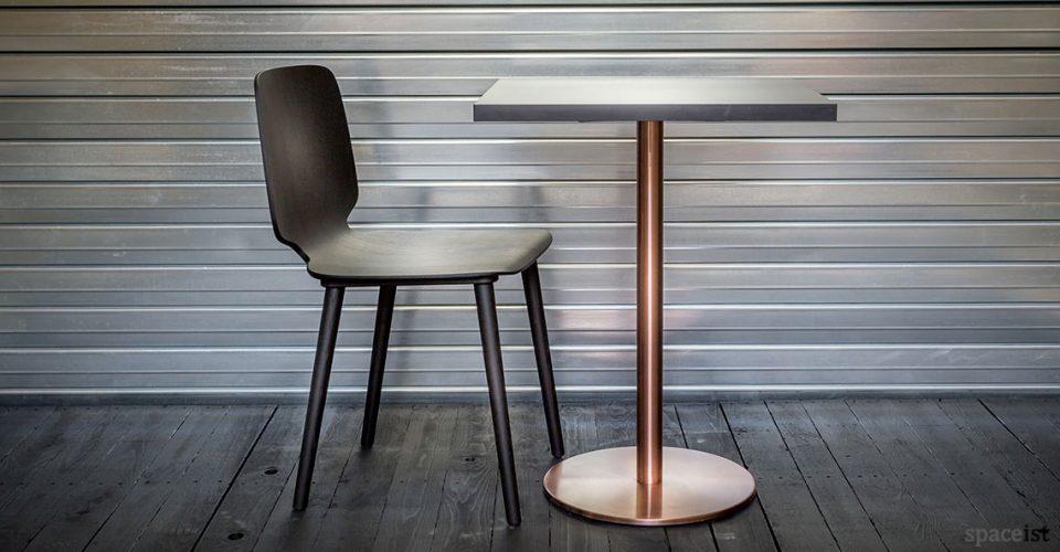Babila black chair and copper table