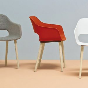 Babila red meeting chair with arms and solid wood leg