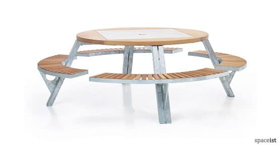 Gargantua large round picnic table with wood seat