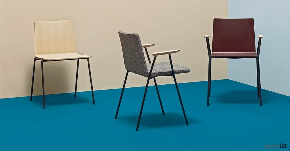 Saka meeting chair with wood armrests