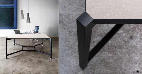 Hub workspace station in black