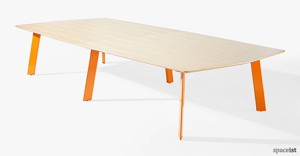 Blade meeting tabel with orange leg