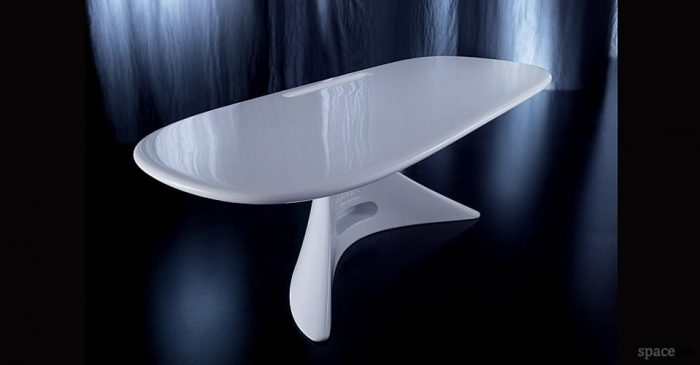 curvy zero white reception desk