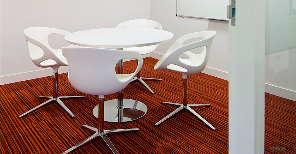 disc round white meeting tables