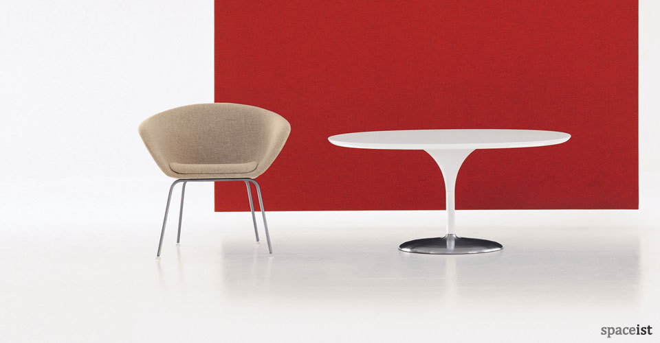 duna round white meeting tables