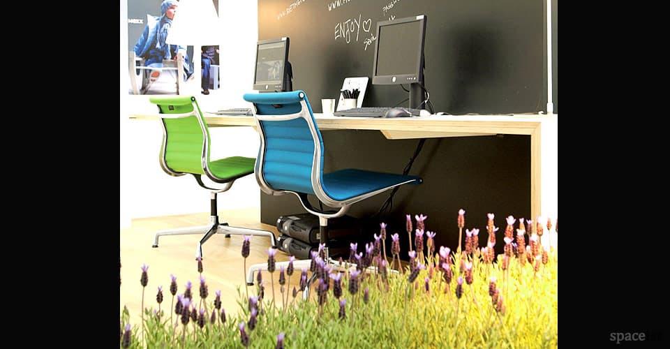 eames aluminium white blue green executive chairs