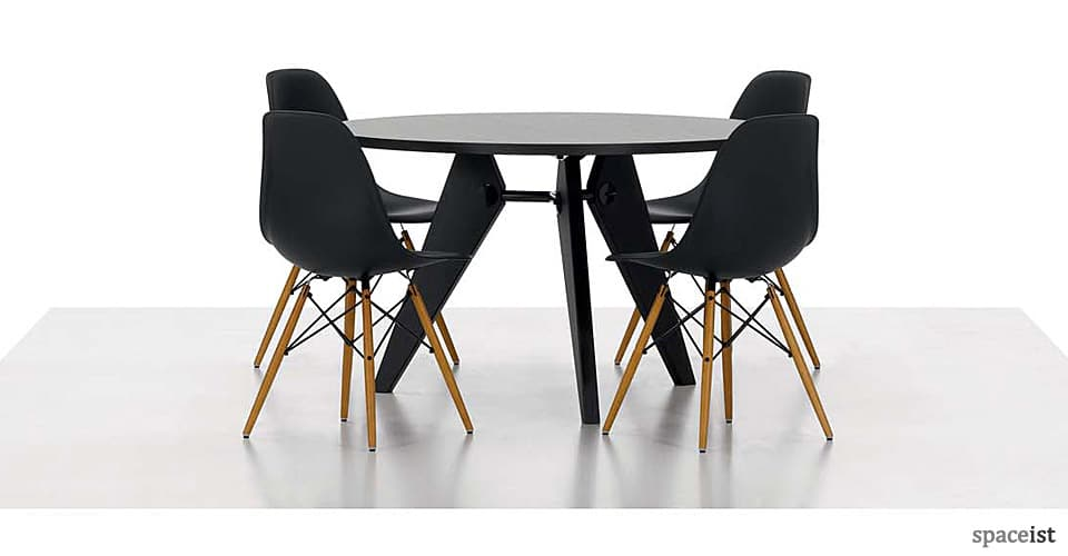 spaceist-eames-black-meeting-chair