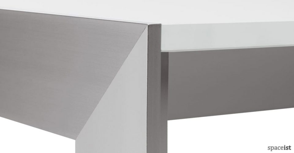 Matrix table aluminium leg