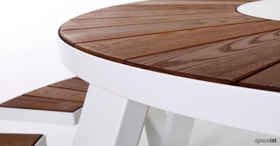 Canteen Furniture Pantagruel Round Picnic Table - White round picnic table