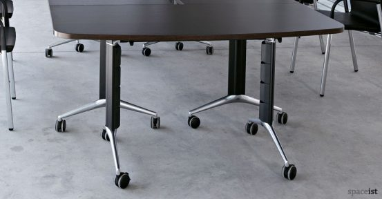 spaceist-tram80-conference-table-closeup