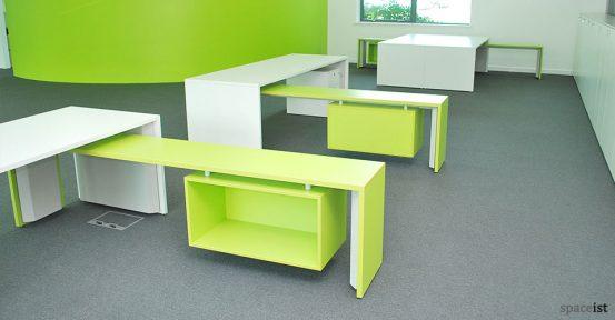 tre single green desk group