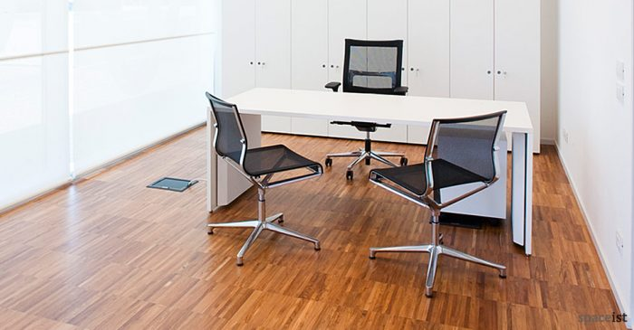 tre white office desks 200 x 80 cm