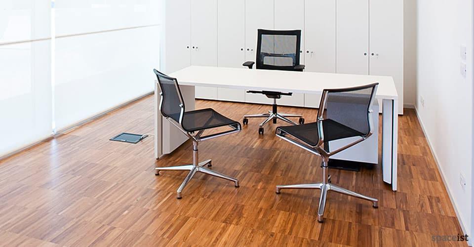 tre white office desks 200 x 80 cm