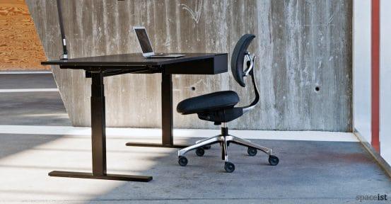 U-desk electrically adjustable standing desk