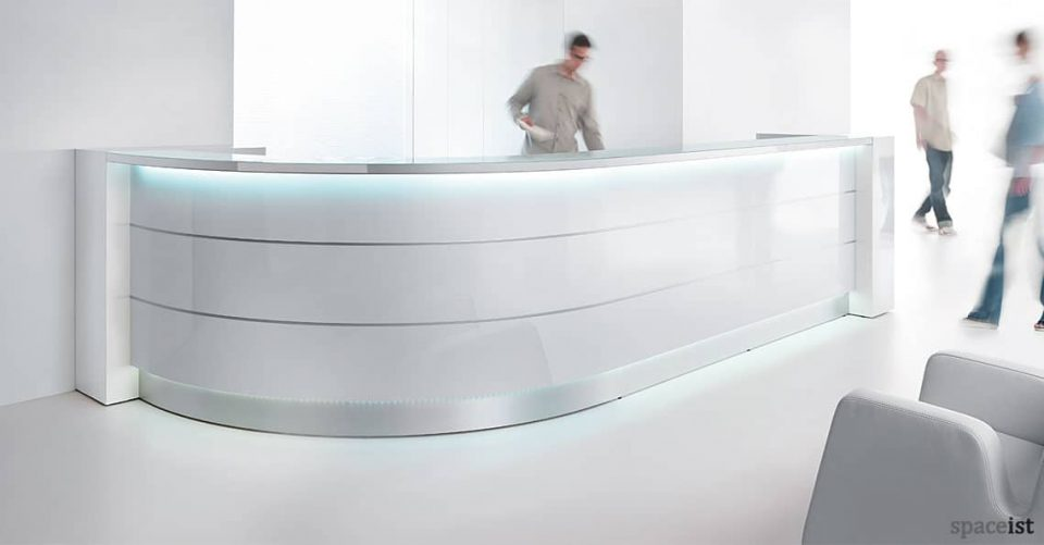 Valde J-shaped gloss white reception desk