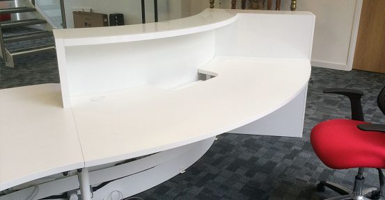 Valde curved gloss white reception desk