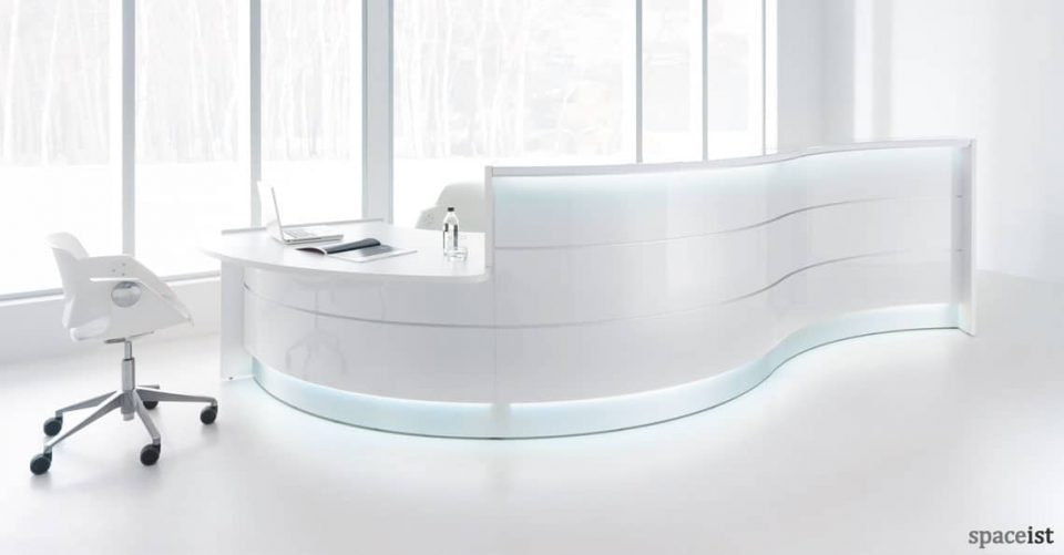 Valde wavy gloss white reception desk