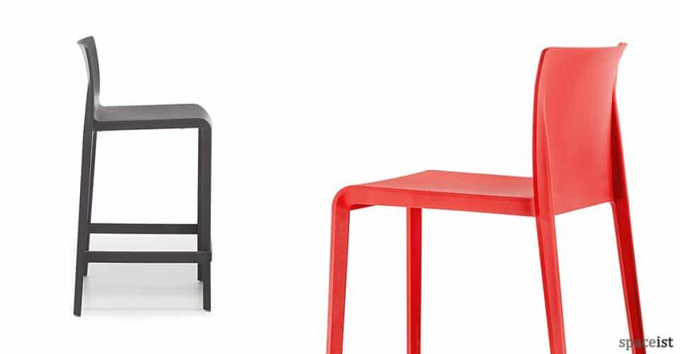 Volt dark grey + red bar stool