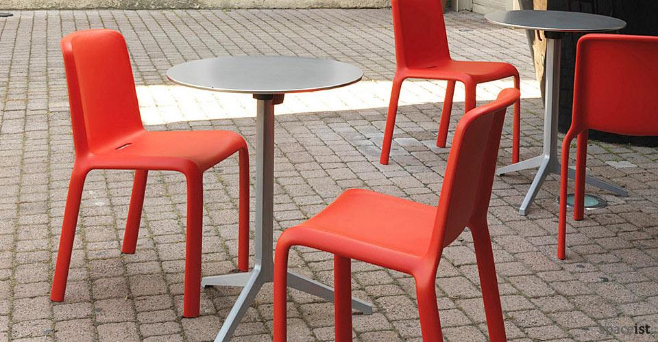 yipsilon silver outdoor modern cafe tables